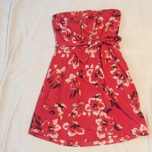 Sale! Express, size 8, red strapless dress